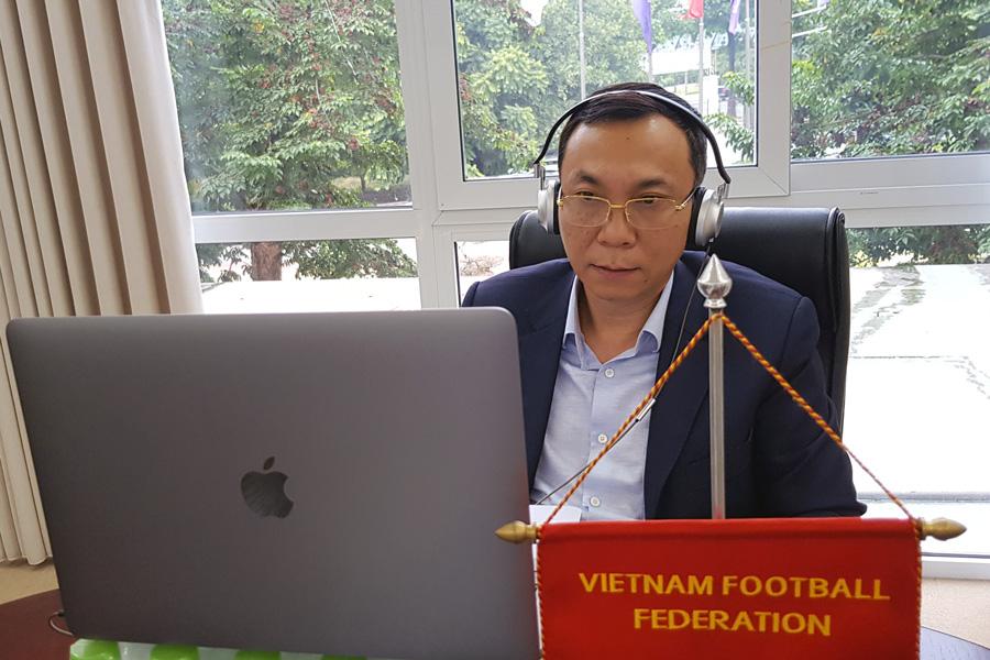 Phó Chủ tịch thường trực VFF Trần Quốc Tuấn tham dự cuộc họp trực tuyến do Chủ tịch FIFA chủ trì chiều nay.