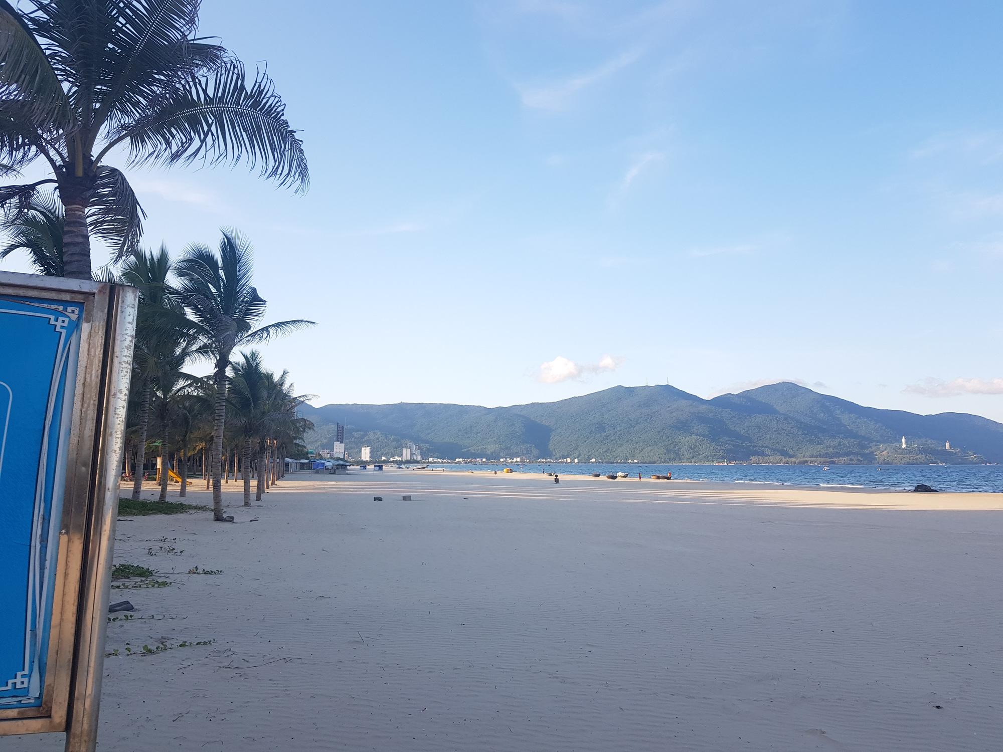 Biển Đà Nẵng không một bóng người - Ảnh 3.