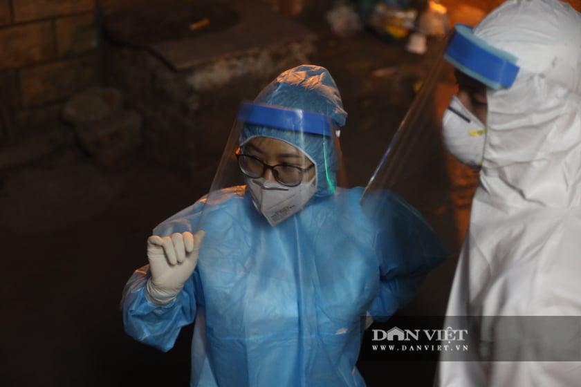 Phong toả 1 ngõ ở quận Tây Hồ vì nghi có ca nhiễm Covid-19 mới - Ảnh 10.
