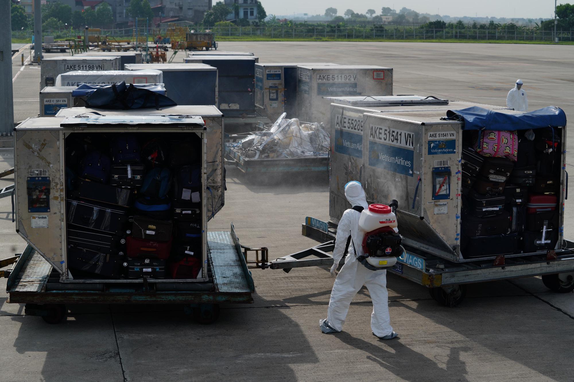 Nội Bài đón chuyến bay từ Guinea Xích đạo hạ cánh an toàn - Ảnh 3.