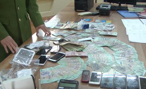 NÓNG: Triệt phá đường dây đánh bạc online quy mô hơn 20 nghìn tỷ đồng - Ảnh 3.