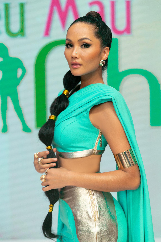 H'Hen Niê hóa thân thành công chúa Jasmine - Ảnh 2.