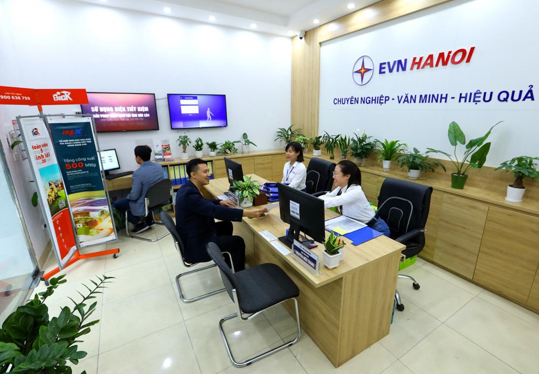 Công ty Điện lực Hoàn Kiếm: Khẳng định tư duy đổi mới hướng đến khách hàng sử dụng điện - Ảnh 2.