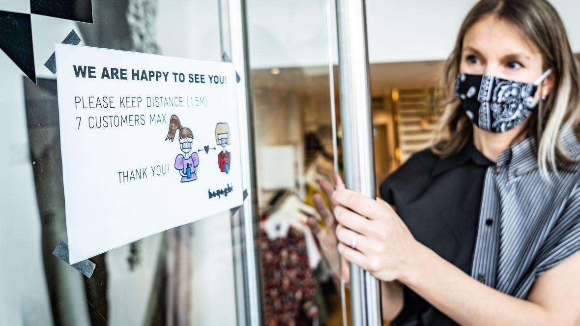 Xoá sổ 1.200 cửa hàng, thời khắc u ám của thời trang Zara - Ảnh 1.