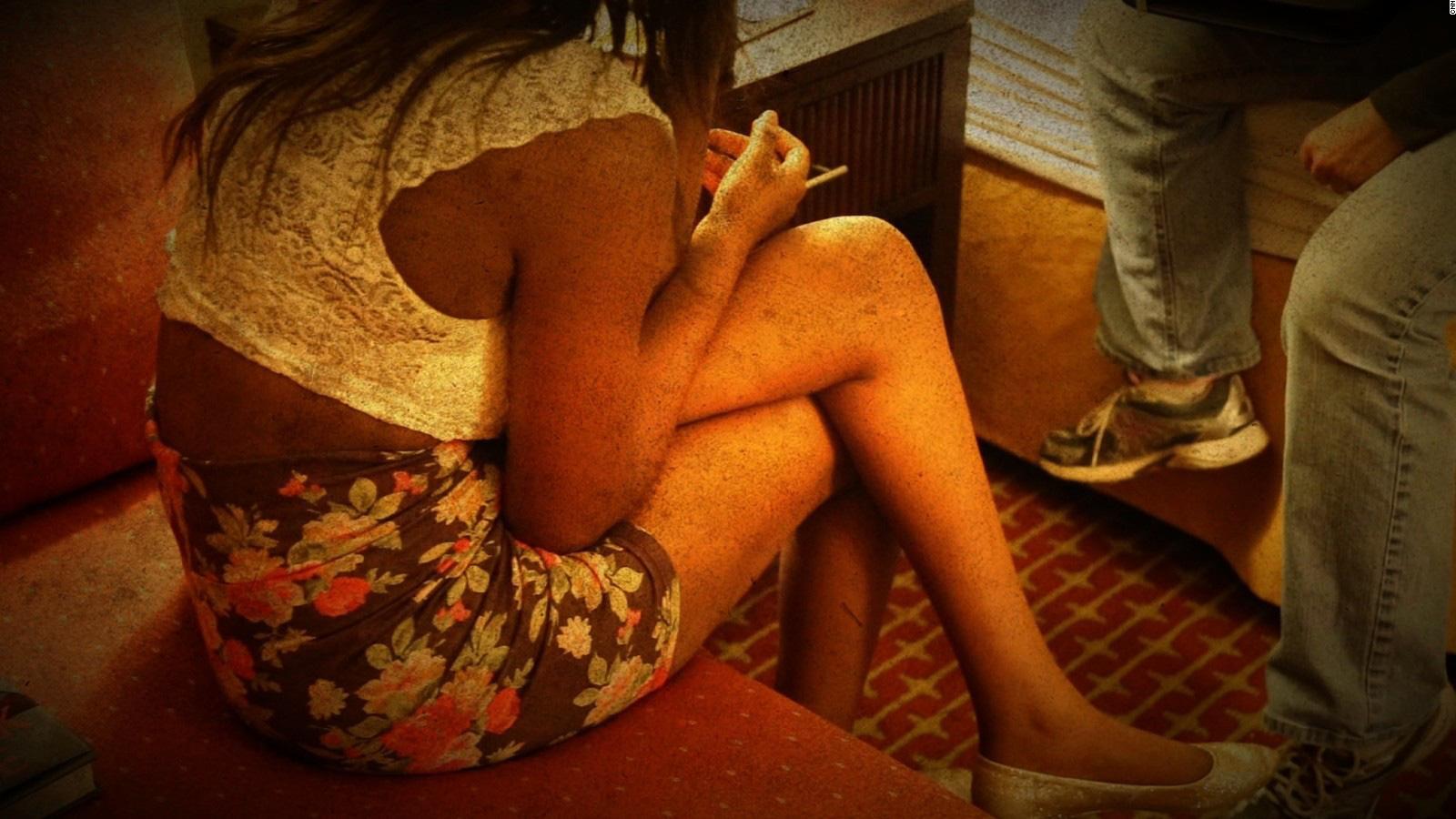Lần lên bar định mệnh của cô gái bị ép bán dâm suốt 5 tuần - Ảnh 1.