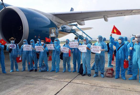 Chuyến bay chở 219 người Việt từ Guinea Xích Đạo - Ảnh 4.