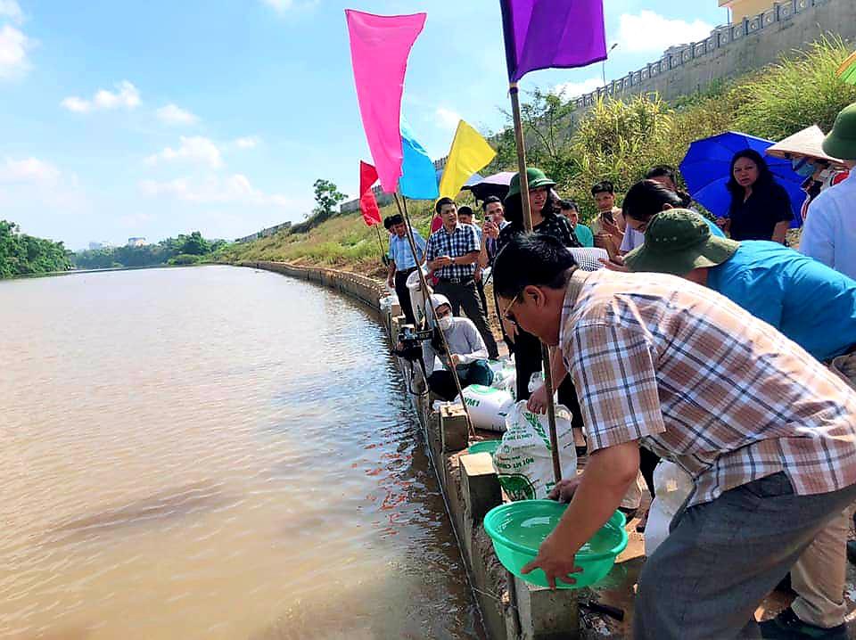 Lạng Sơn: Hơn 108.000 con cá giống được thả xuống sông Kỳ Cùng  - Ảnh 3.