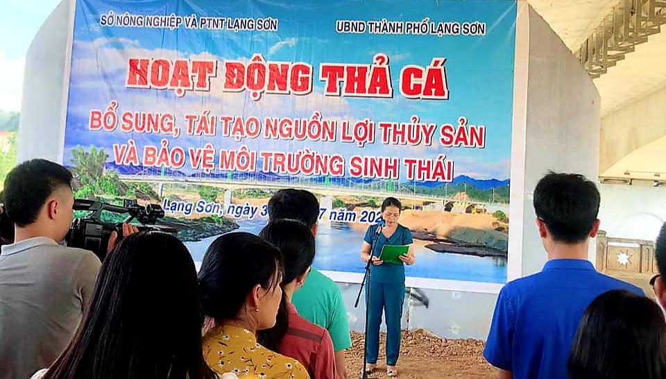 Lạng Sơn: Hơn 108.000 con cá giống được thả xuống sông Kỳ Cùng  - Ảnh 2.