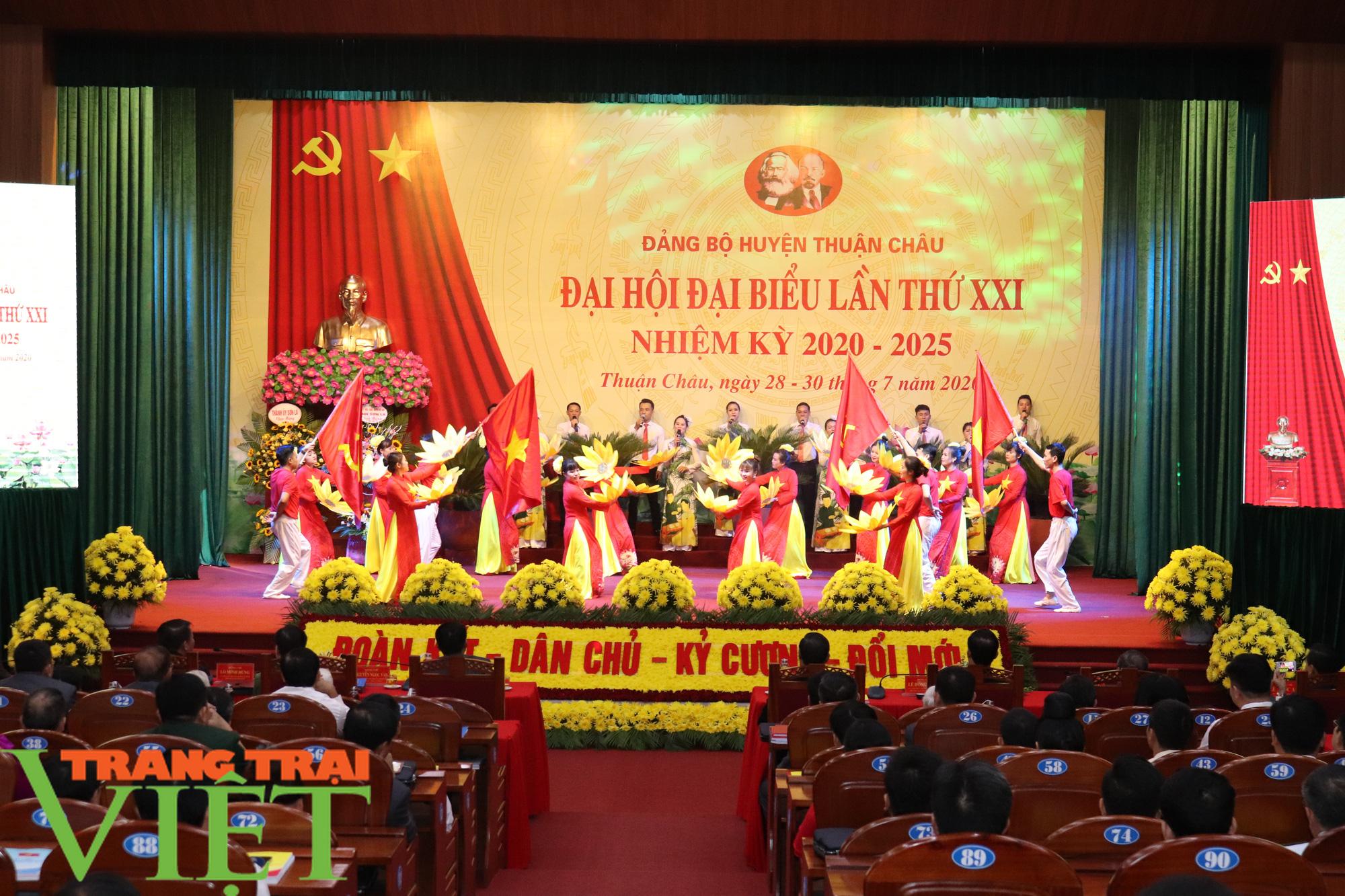 Ông Nguyễn Minh Tiến tái đắc cử Bí thư Huyện uỷ Thuận Châu - Ảnh 1.