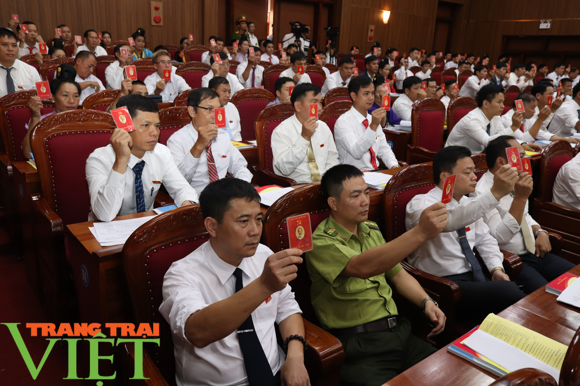 Ông Nguyễn Minh Tiến tái đắc cử Bí thư Huyện uỷ Thuận Châu - Ảnh 3.