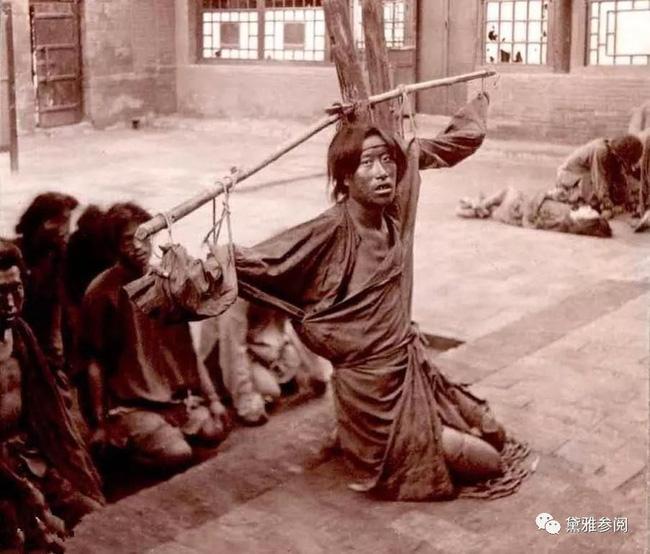 Tại sao tử tù cổ đại được cho ăn một bữa cơm thịnh soạn kèm miếng thịt sống bốc mùi trước khi hành hình - Ảnh 1.