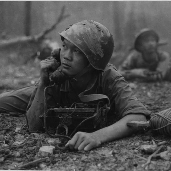 Loạt ảnh hiếm chiến tranh Việt Nam chụp giữa bom rơi đạn lạc - Ảnh 1.