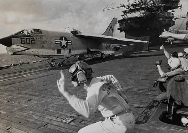 Loạt ảnh hiếm chiến tranh Việt Nam chụp giữa bom rơi đạn lạc - Ảnh 2.