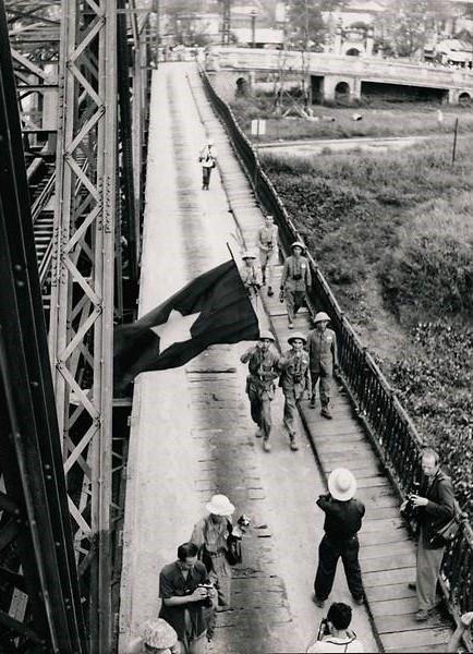 Loạt ảnh hiếm chiến tranh Việt Nam chụp giữa bom rơi đạn lạc - Ảnh 6.