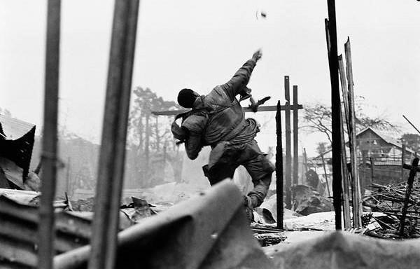 Loạt ảnh hiếm chiến tranh Việt Nam chụp giữa bom rơi đạn lạc - Ảnh 7.
