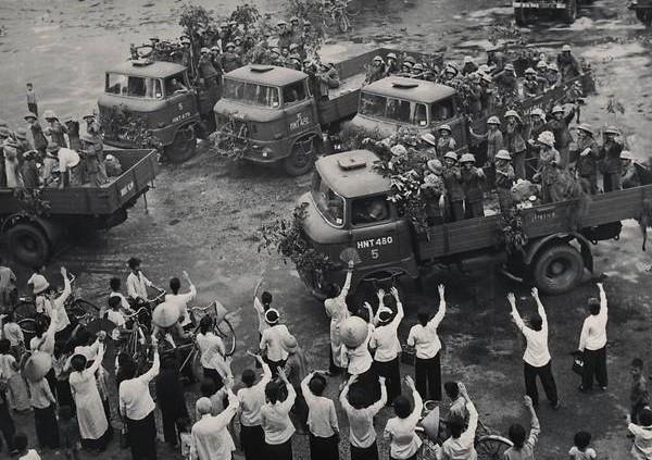 Loạt ảnh hiếm chiến tranh Việt Nam chụp giữa bom rơi đạn lạc - Ảnh 8.