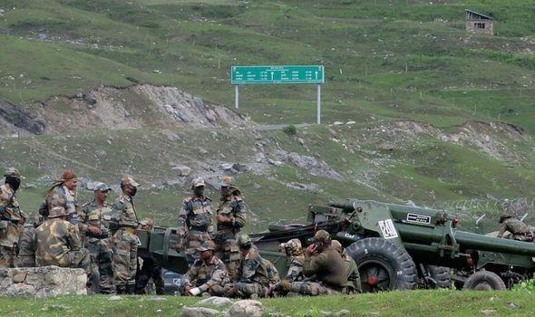 Ấn Độ bất ngờ triển khai thêm 35.000 quân đến biên giới tranh chấp với TQ - Ảnh 1.