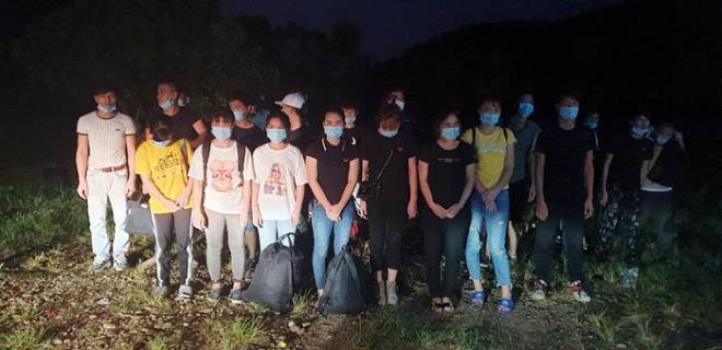 Bắt giữ thêm 45 người từ Trung Quốc vượt sông nhập cảnh trái phép - Ảnh 1.