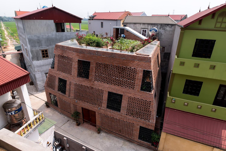 """Độc lạ Thủ đô: Ngôi nhà xây bằng gạch mộc với hàng ngàn ô trống gây """"sốt"""" - Ảnh 14."""