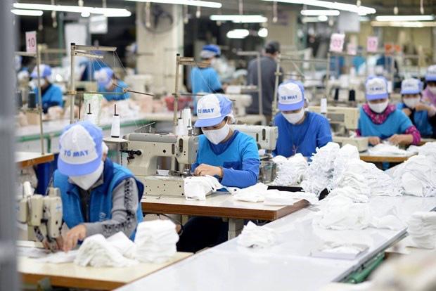 Doanh nghiệp dệt may cam kết cung ứng đủ khẩu trang vải kháng khuẩn - Ảnh 1.