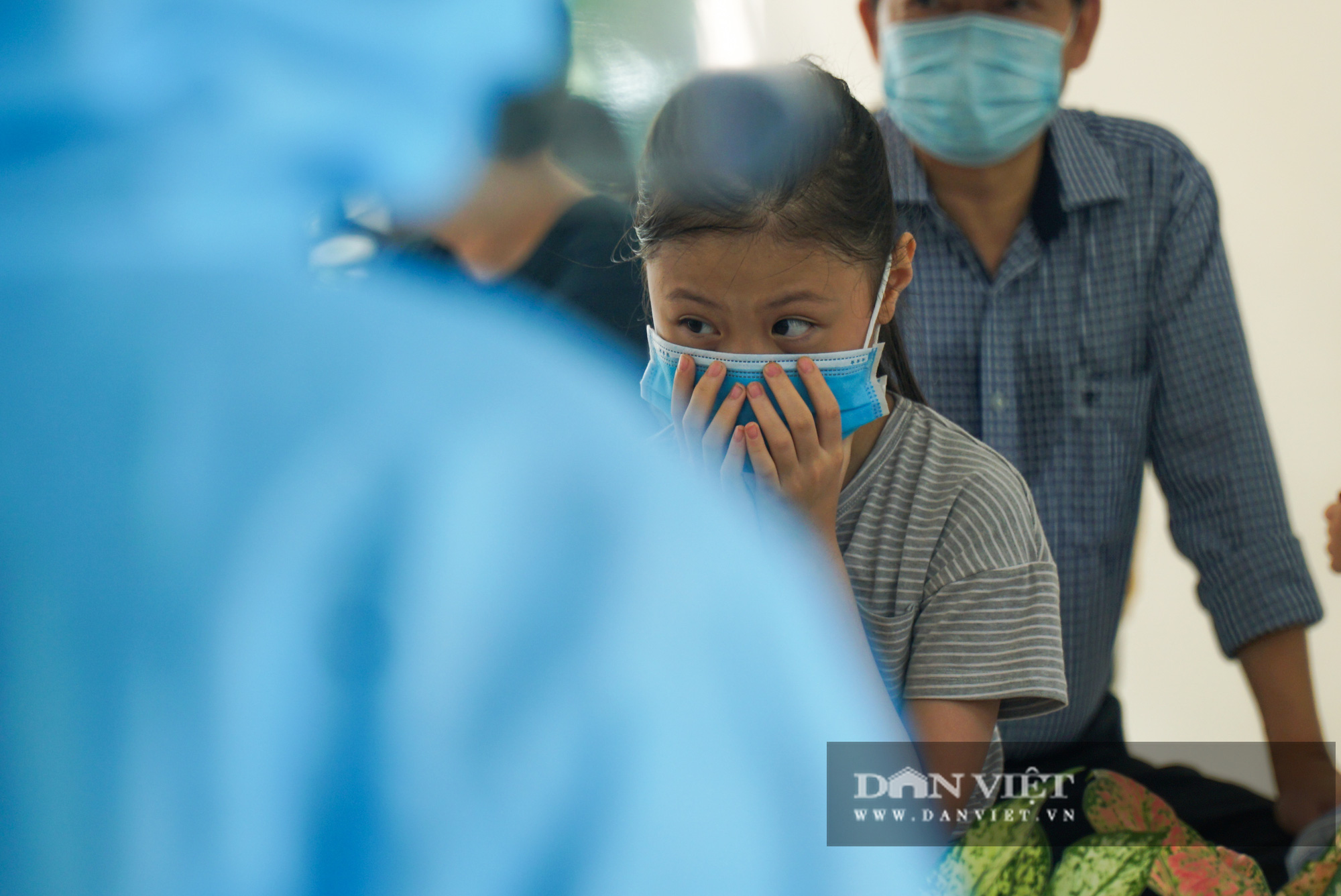 Hàng trăm người dân Hà Nội trở về từ Đà Nẵng tiếp tục được xét nghiệm nhanh Covid-19 - Ảnh 5.