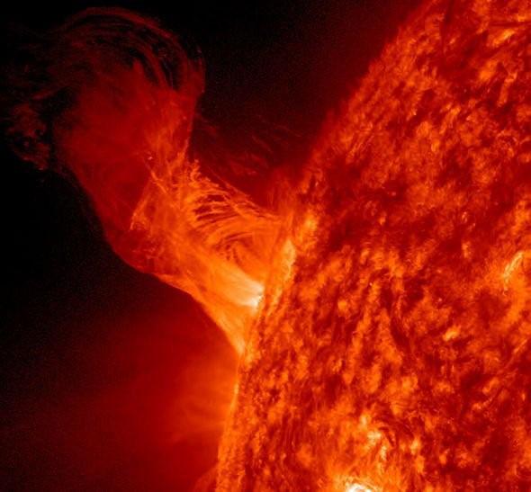 NASA cảnh báo về một cơn bão Mặt trời sắp xảy ra có thể hủy diệt Trái đất - Ảnh 2.