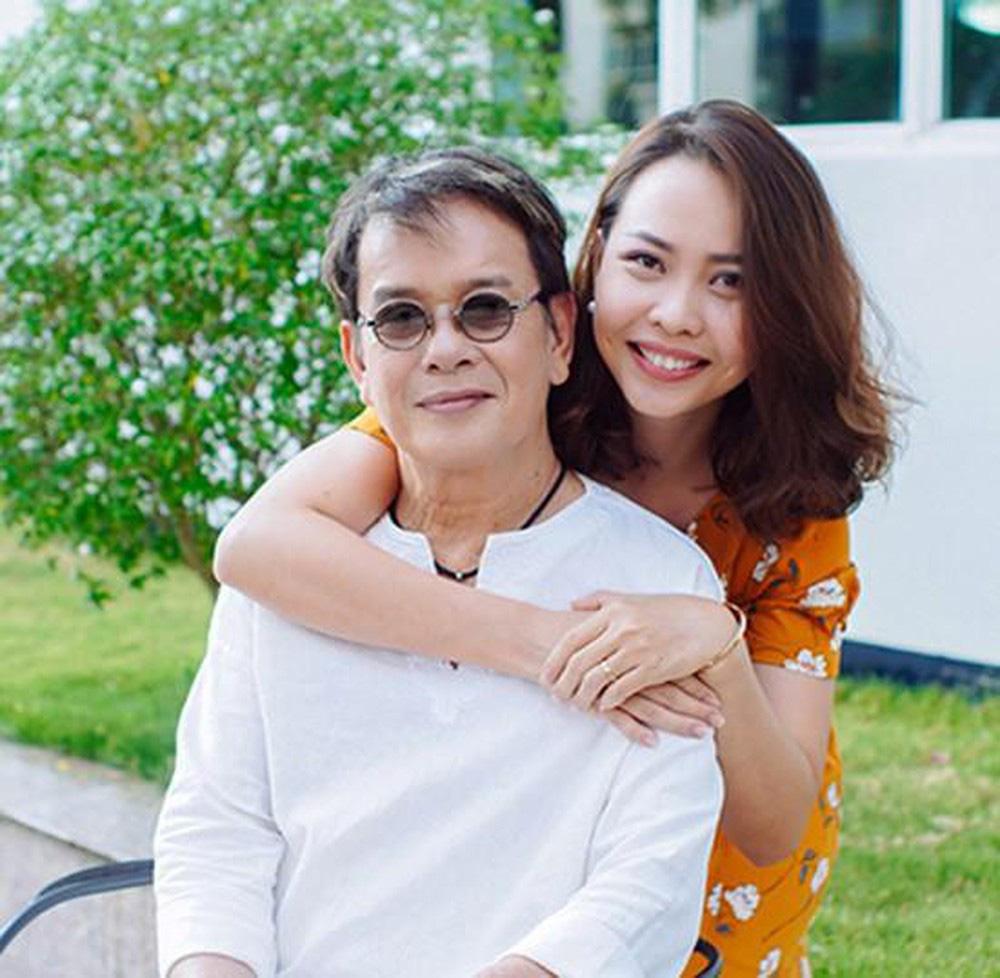Cuộc sống nhạc sĩ Đức Huy với vợ trẻ 9X xinh đẹp, kém 44 tuổi giờ ra sao?  - Ảnh 1.
