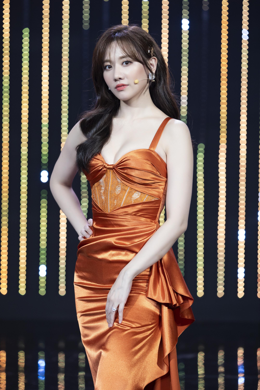 Hương Giang, Hari Won hào hứng kể về nụ hôn đầu đời đặc biệt - Ảnh 6.