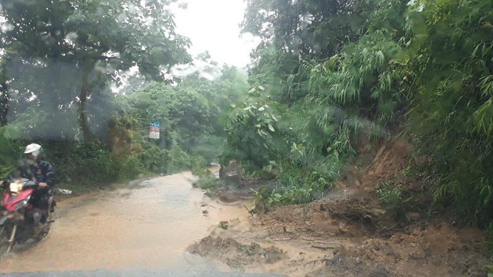 Một số tuyến đường ở Lào Cai sạt lở nghiêm trọng do mưa lũ - Ảnh 8.