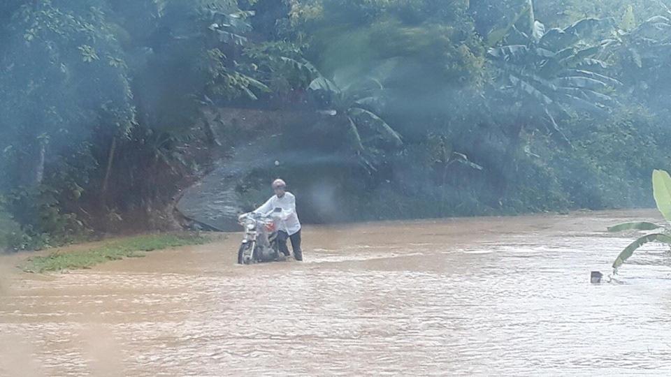 Một số tuyến đường ở Lào Cai sạt lở nghiêm trọng do mưa lũ - Ảnh 9.