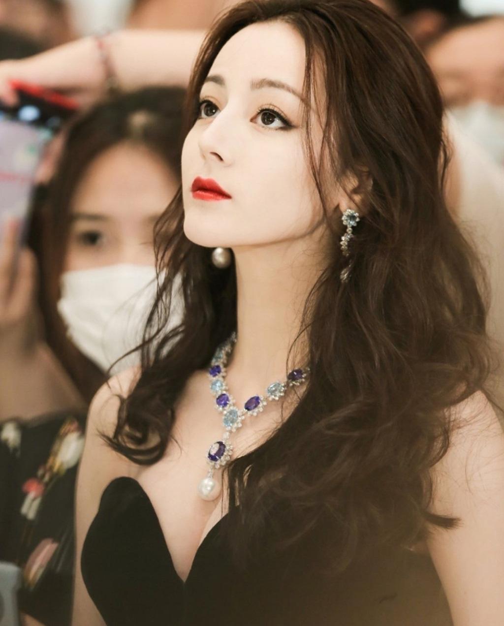 """""""Bỏng mắt"""" ngắm mỹ nhân phim cổ trang Trung Quốc mặc quyến rũ hút mắt đời thường - Ảnh 4."""