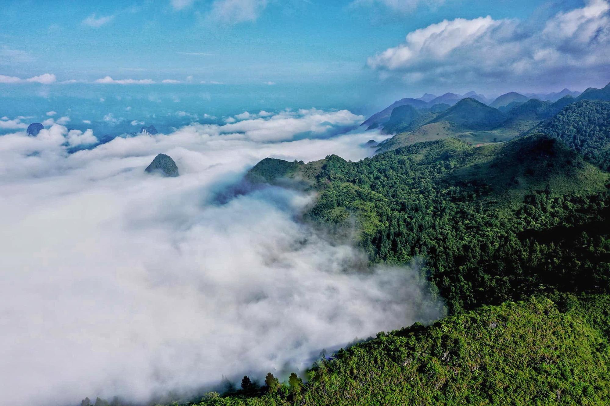 """Cao Bằng: Ở nơi này núi cỏ xanh rì, nằm xuống tha hồ ngắm """"thiên đường mây trắng"""" - Ảnh 3."""