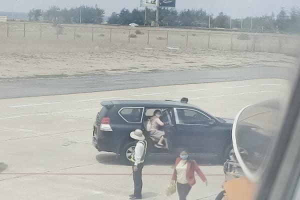 Phó Bí thư Phú Yên lên tiếng về việc điều xe biển xanh vào sân bay đón con và cháu - Ảnh 1.