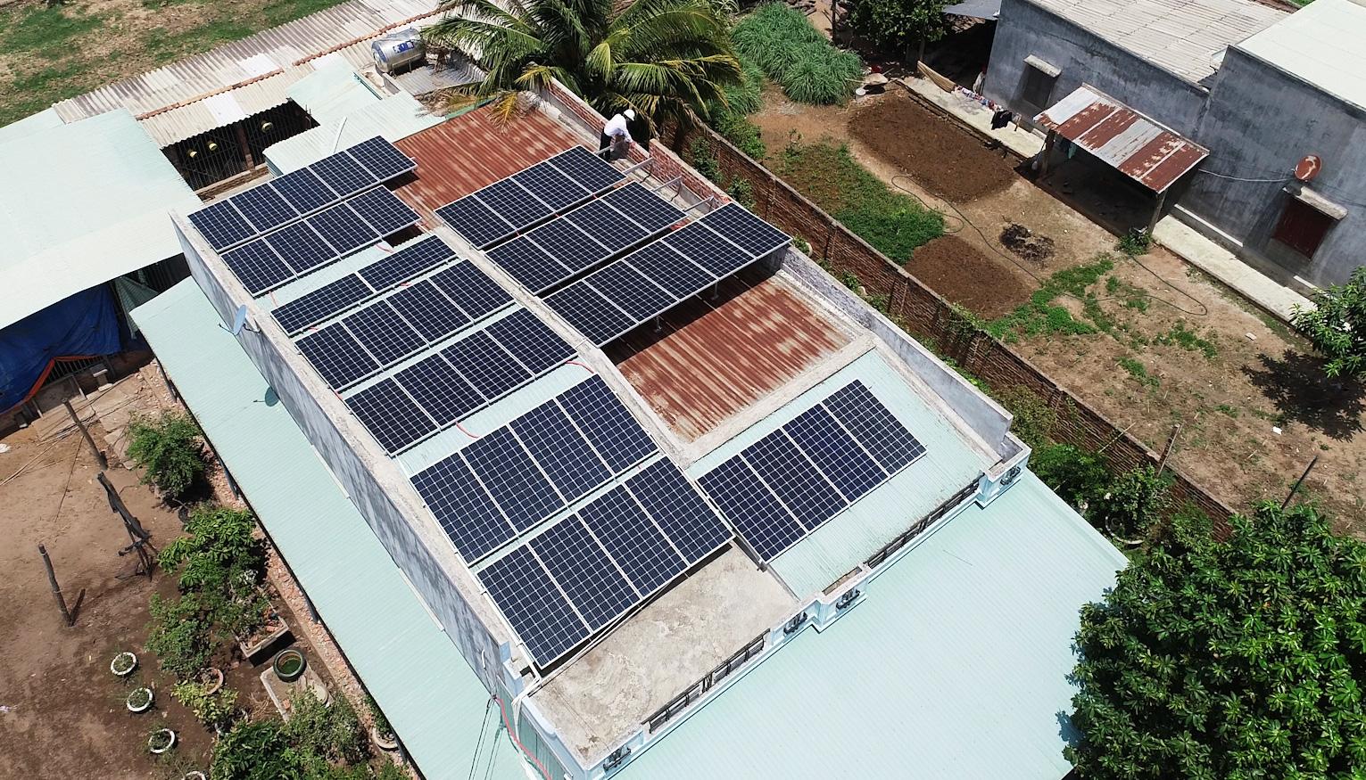 Dự án điện mặt trời mái nhà: Dân ồ ạt đăng ký nhưng chưa có thông tư - Ảnh 2.