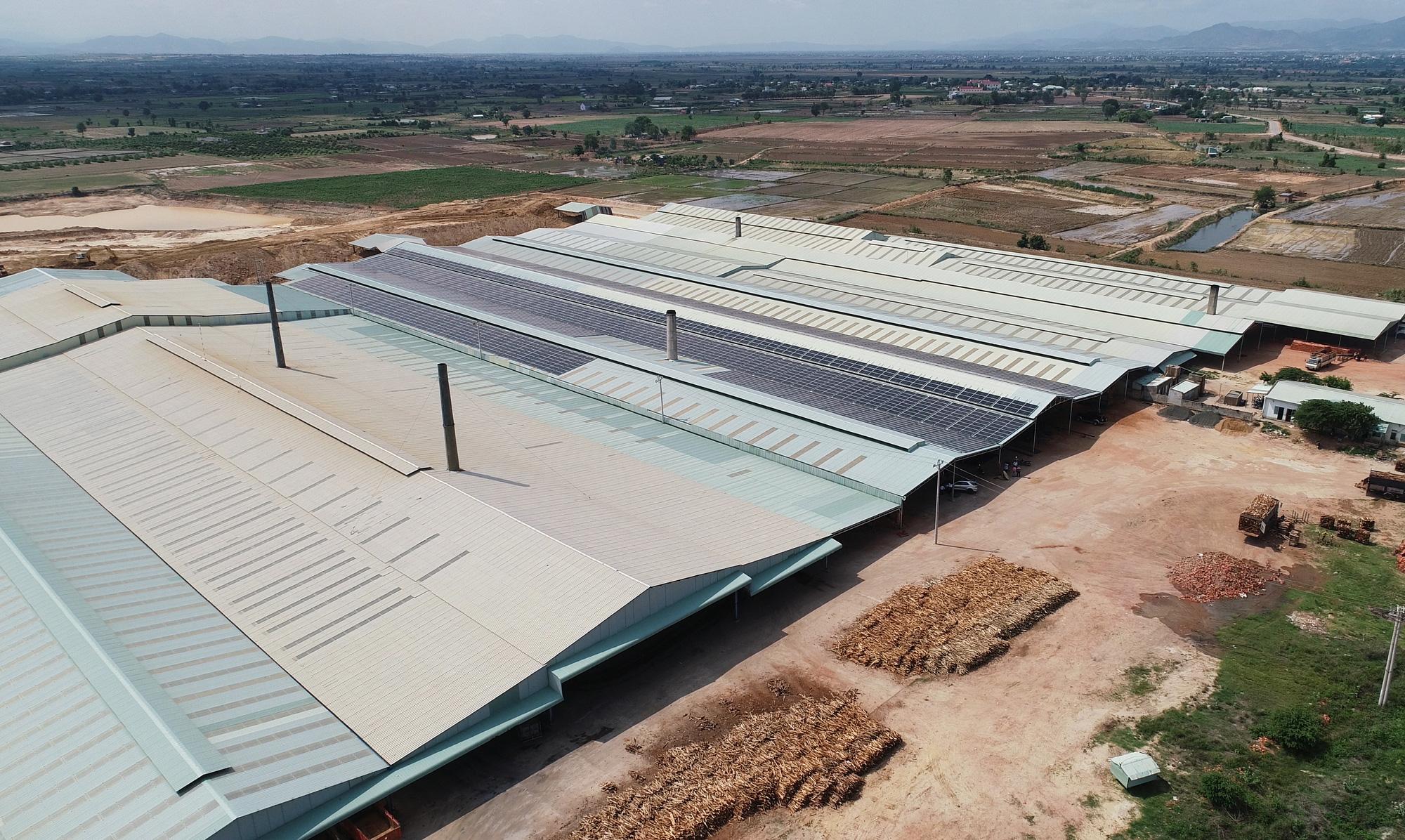 Dự án điện mặt trời mái nhà: Dân ồ ạt đăng ký nhưng chưa có thông tư - Ảnh 3.