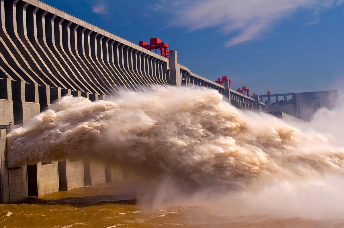 Mực nước ở đập Tam Hiệp đột nhiên cao vọt, TQ hứng thêm thiệt hại - Ảnh 1.