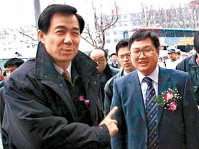 Bí ẩn bóng đá Trung Quốc: Tỷ phú mua đội bóng để lấy lòng Bạc Hy Lai - Ảnh 2.