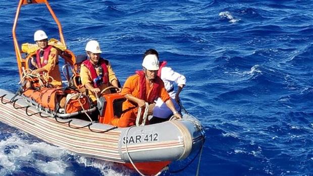 Cấp cứu thuyền viên bị bệnh nguy kịch trên vùng biển Thừa Thiên-Huế - Ảnh 1.