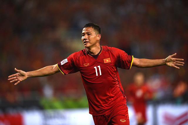 Có gì trong căn nhà của cầu thủ giàu nhất Việt Nam? - Ảnh 1.