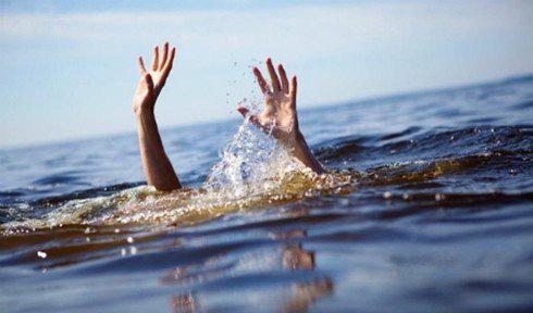 Đoàn du khách du lịch Quy Nhơn, 3 người bị sóng đánh tử vong - Ảnh 1.