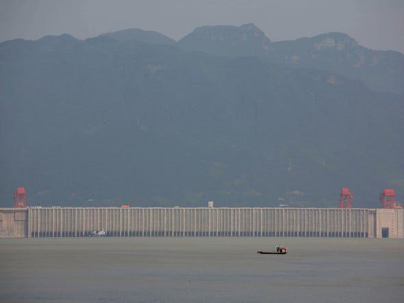 Đường thủy qua đập Tam Hiệp quá tải, Bắc Kinh bị hối thúc làm ngay điều này - Ảnh 2.