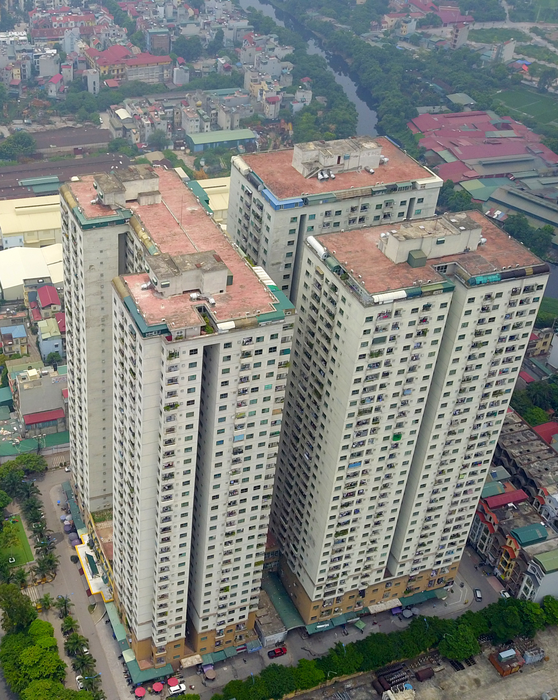 Gần 200 hộ dân 'chung cư ông Thản' làm đơn kiện Sở TN-MT Hà Nội ra toà - Ảnh 1.