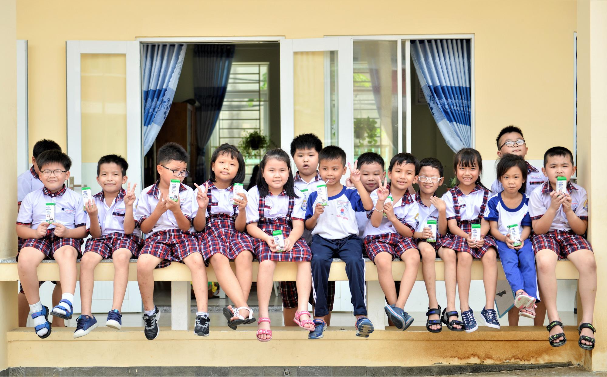 """Những giờ uống sữa """"vui khoẻ, an toàn"""" của học sinh TP.HCM - Ảnh 7."""