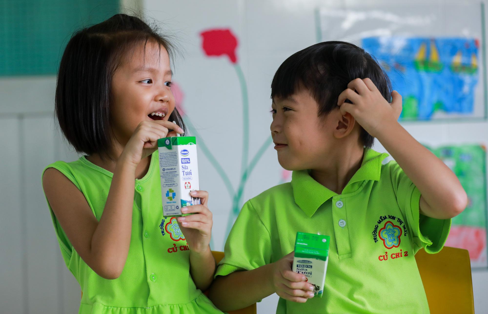 """Những giờ uống sữa """"vui khoẻ, an toàn"""" của học sinh TP.HCM - Ảnh 5."""