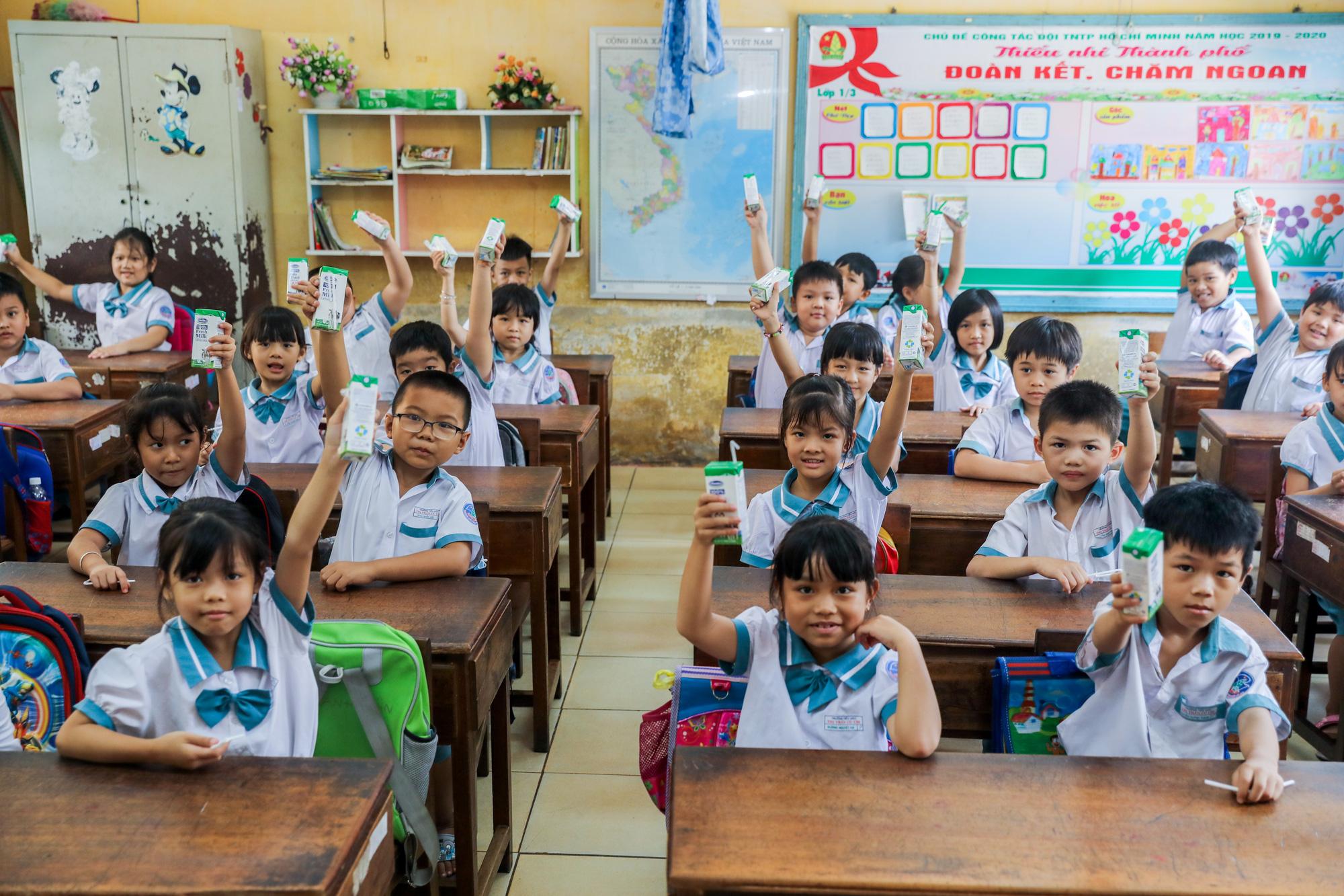 """Những giờ uống sữa """"vui khoẻ, an toàn"""" của học sinh TP.HCM - Ảnh 4."""