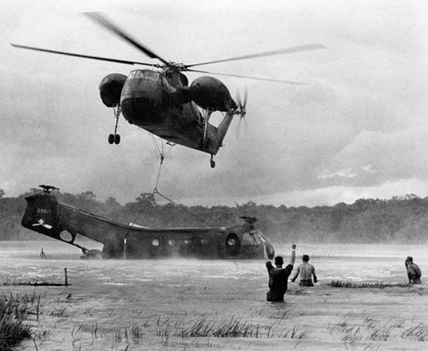 Vì sao trực thăng Mỹ lại mong manh, yếu ớt ở chiến trường Việt Nam? - Ảnh 13.