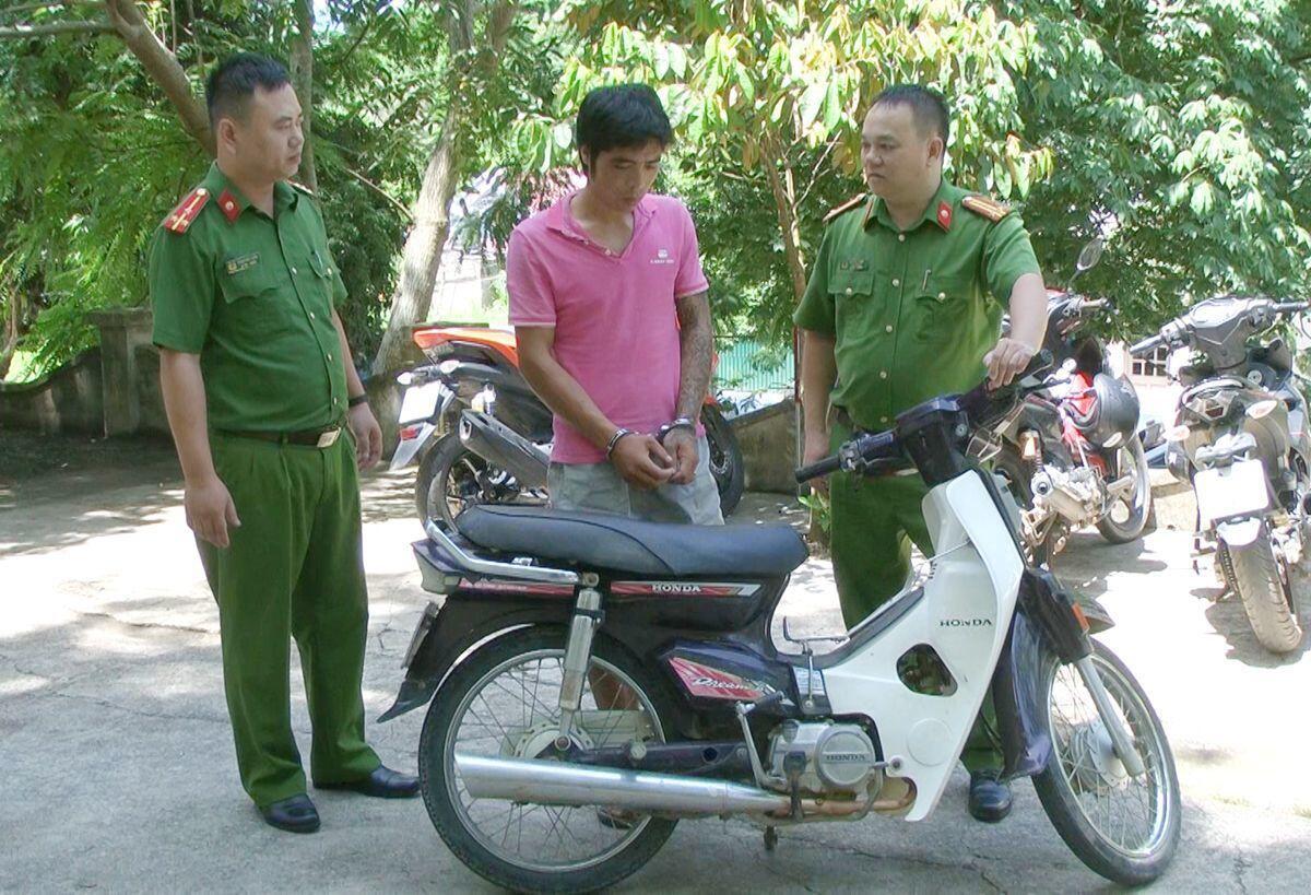 3 công an Thanh Hoá bị thương khi vây bắt đối tượng nhiễm HIV trộm xe máy - Ảnh 1.