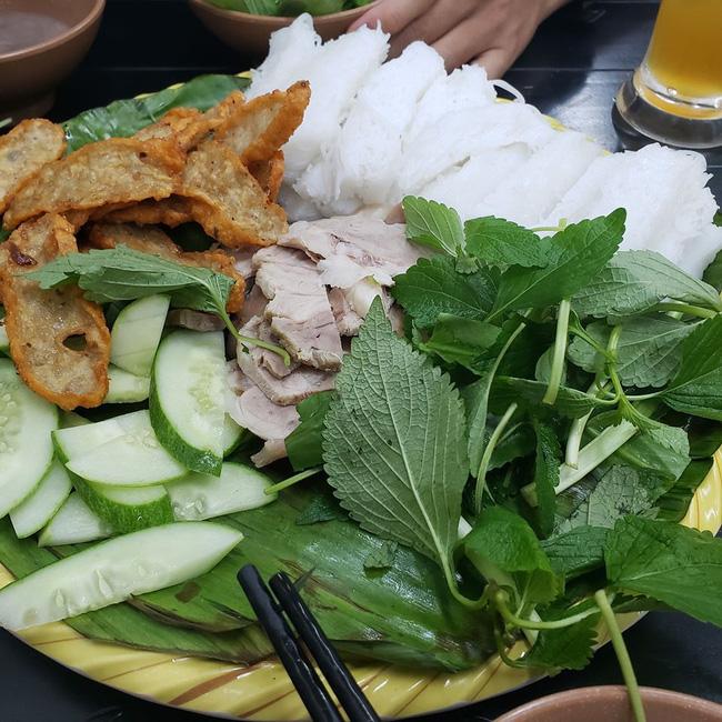 """Quán ăn của Trang Trần bị """"bóc phốt"""", cựu người mẫu lại có phản ứng lạ, mời thực khách trở lại - Ảnh 2."""