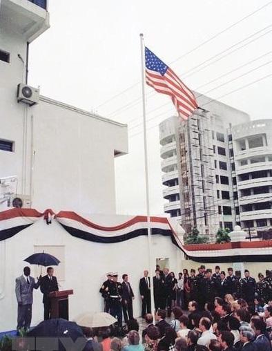 Những hình ảnh lịch sử 25 năm quan hệ Việt – Mỹ - Ảnh 3.