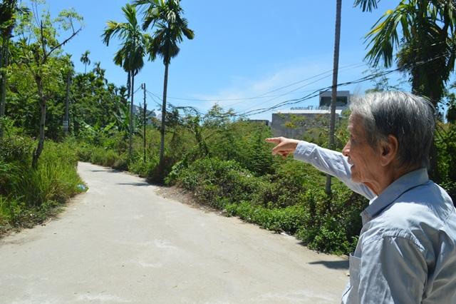 Cụ ông ở Quảng Ngãi hiến 200m2 đất 'vàng' làm đường cho bà con - Ảnh 2.
